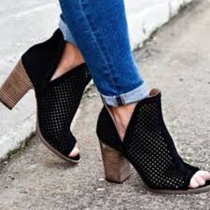 Lucky Brand Larise Ankle Booties Black Peep toe